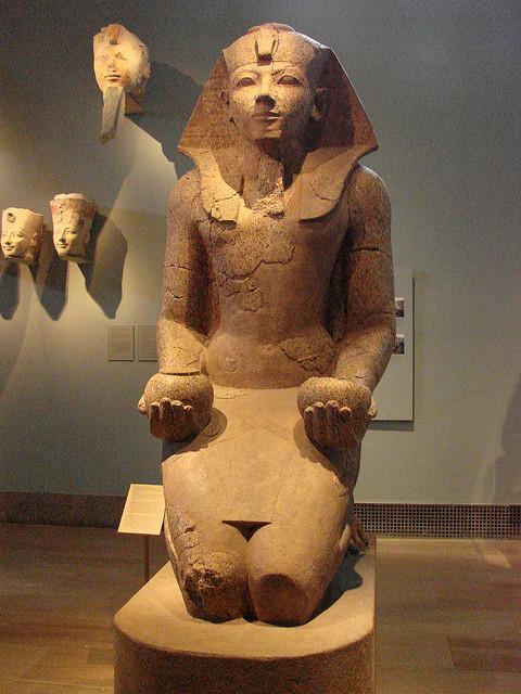 Hatshepsut in kilt and masculine depiction